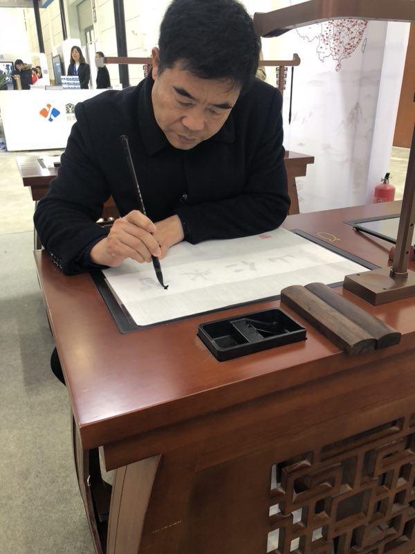 华文众合第五代智慧书法教室河北教装展备受关注