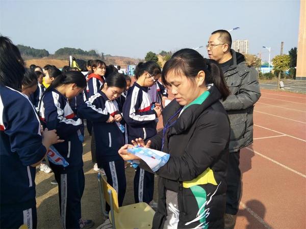 湖南梓山湖学仿真体育中考 让学子赢在起跑线