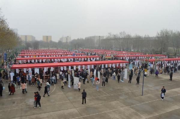 河南毕业生就业分市场在郑州、新乡同时举办三场分类别就业双选会