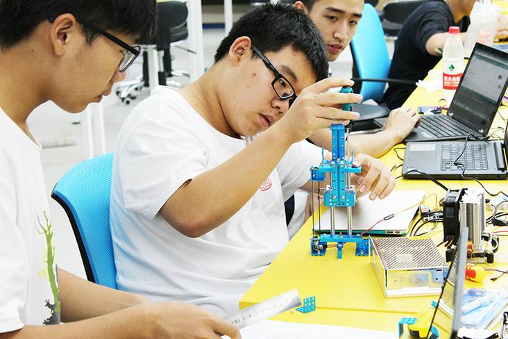 清华附中校长:STEM教育不可能替代单科教学