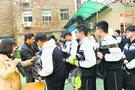 武汉一高中设安检门 手机不进校