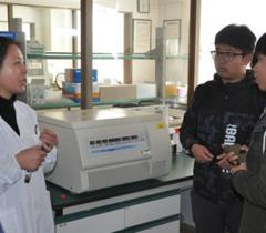 烟台大学师生参观山东省海洋资环院实验室