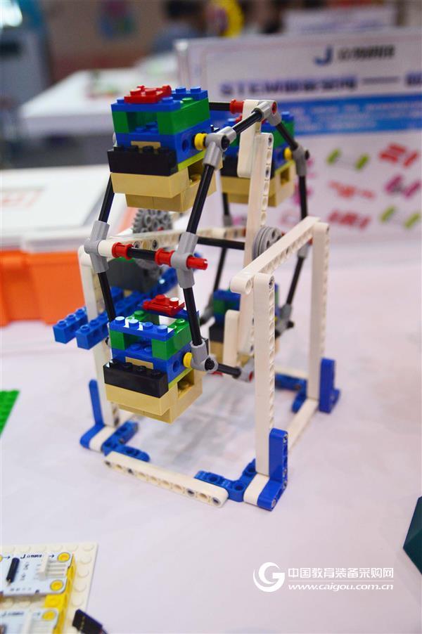 江苏立教亮相未来教育与智慧装备展览会