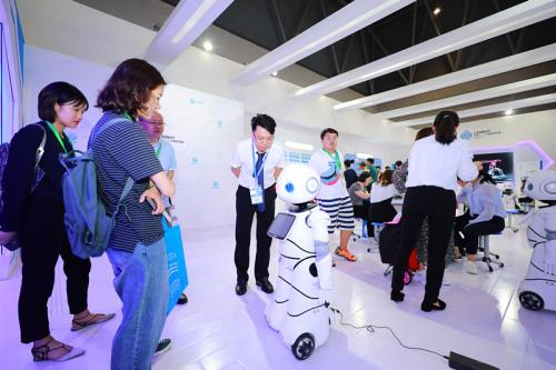 AI教育成教装展新宠,CANBOT机器人·人工智能实验室缘何脱颖而出?