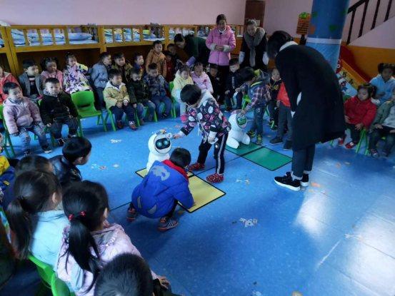 不但能上课,还拿了一等奖!机器人教学在幼儿园崭露头角