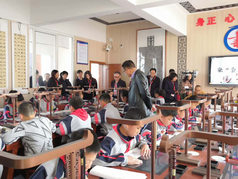 訪華文眾合CEO向大鳳:破解書法教學難題,弘揚中華傳統文化