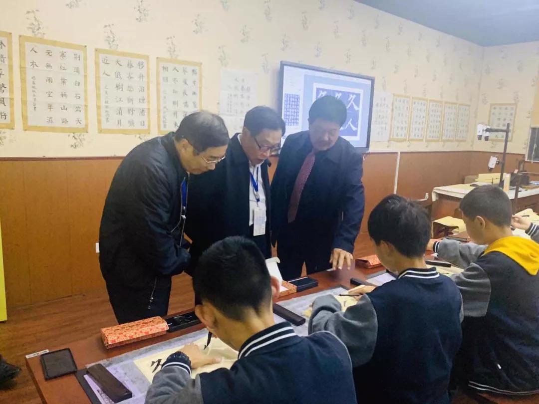 荊楚民協領導及多校名師齊聚參觀 智慧書法教室帶動傳統文化傳承
